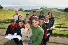 Māori extended family