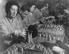 Munitions factory workers, Second World War