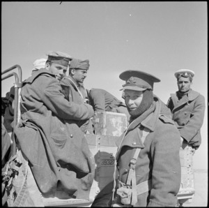 NZ officer searches Italian POWs, Western Desert