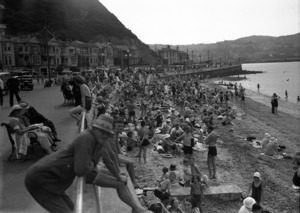 Crowd of people on the beach at Oriental Bay