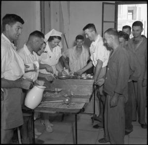 Mess queue at NZ General Hospital, Egypt