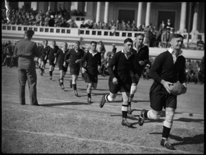 2 Lt Finlay leads NZEF rugby football team onto the ground at Alexandria, Egypt