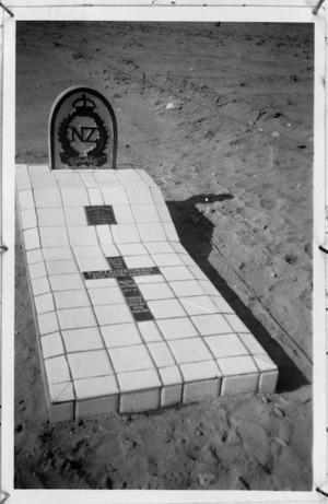 Grave of Private P J Alderton at Sidi Resegh, Libya - Photograph taken by Segeant Malcolmson
