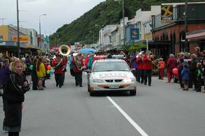 Photographs of 2001 Santa and Christmas Parade, Greymouth