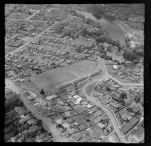 Hamilton, Waikato, featuring Hamilton West Primary School and Waikato River