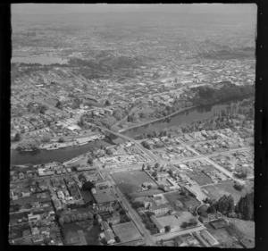 Hamilton, showing Waikato River and surrounding area