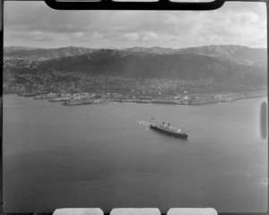 The ship, Dominion Monarch, leaving Wellington