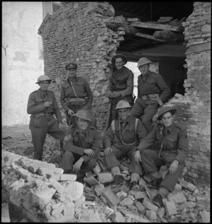 Group of NZ frontline soldiers engaging enemy forces north of the Sangro River, Italy, World War II - Photograph taken by George Kaye