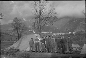 Group of New Zealand soldiers on the Volturno Sector, Italy, World War II - Photograph taken by George Kaye