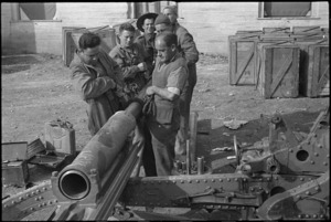 Gunners of New Zealand Artillery on maintenance in the Volturno Valley area, Italy, World War II - Photograph taken by George Kaye