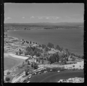 Taupo, includes view of lake, roads, housing, waterway and boats
