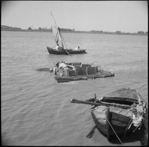 NZ Engineers' experimental amphibious bren carrier afloat on the Nile at Maadi, Egypt - Photograph taken by George Bull
