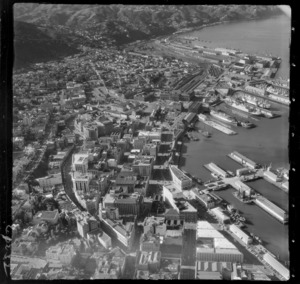 Wellington City with Lambton Quay, Customhouse Quay and Waterloo Quay with wharves, to Wellington Railway Station with rail yards and Thorndon residential area
