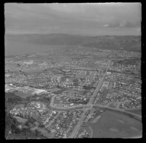 Lower Hutt City and the suburb of Waiwhetu with Whites Line East road and Te Whiti Park, with Petone and Wellington Harbour beyond, Hutt Valley, Wellington Region