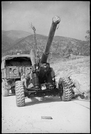 Big gun brought forward as Allies advance past Cassino, Italy, World War II - Photograph taken by George Kaye