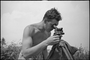 K J Retter using a director in NZ Divisional Artillery action on the Cassino Front, Italy, World War II - Photograph taken by George Kaye