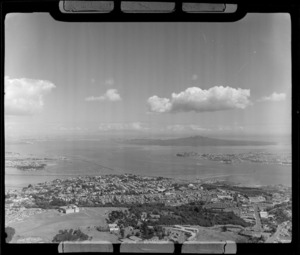 Auckland Domain with Museum, looking to Parnell and Hobson Bay with Devonport and the Waitemata Harbour entrance beyond, Auckland City