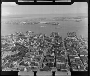 Auckland City with Albert Park and waterfront, looking to the Waitemata Harbour and Devonport
