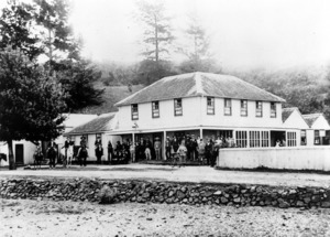 Old Oak Hotel, Mangonui, and crowd alongside