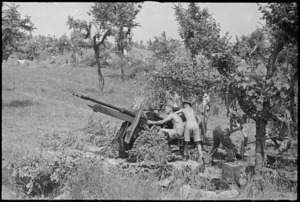 One of the guns of 29 Battery of 6 NZ Field Regiment in position in Sora area, Italy, World War II - Photograph taken by George Kaye