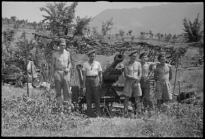 Gunners of the 29 Battery of 6 NZ Field Regiment in front of their gun near Sora, Italy, World War II - Photograph taken by George Kaye