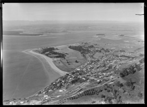 View over the suburb of Britannia Heights in foreground to Tahunanui Beach with Tasman Bay and Waimea Inlet beyond, Nelson City