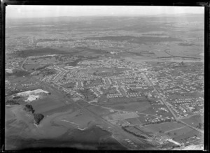 Passenger Transport Company coverage over the suburb of Otahuhu with Sturges Park, Saleyards Road and the [Challenge Factory?] with the Manukau Harbour in foreground, Auckland City