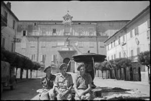 New Zealanders in the square at Castel Gandolfo with the papal summer palace in the background, Italy, World War II - Photograph taken by George Kaye