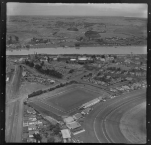 Whanganui, Manawatu-Wanganui Region, showing area between Spriggins Park and Taupo Quay, including cemetery on Heads Road