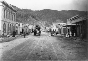 Coach and business premises on Broadway, Reefton