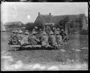 World War I New Zealand soldiers at a machine gun school