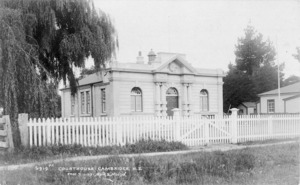 Muir and Moodie (Photographers) : Courthouse at Cambridge