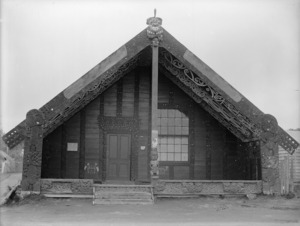 Unidentified Maori meeting house, probably in the New Plymouth area