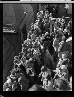 Polish refugees arriving in Wellington on board the General Randall