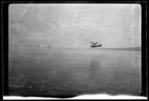 Aircraft coming in to land off Kohimarama, Auckland