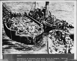 Evacuation of the wounded from ANZAC Cove in Gallipoli by boat
