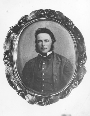 Photographer unidentified : Head and shoulders portrait of Alfred Saunders