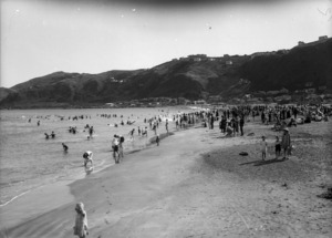 Crowd at Lyall Bay, Wellington