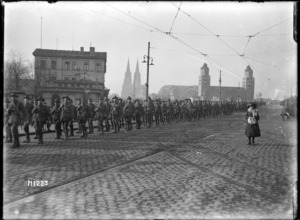 New Zealand World War I soldiers marching over the Hohenzollern Bridge, Cologne, Germany
