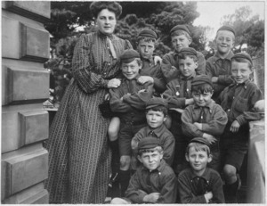 Gladys Sommerville with some of her pupils, Croydon School, Thorndon, Wellington