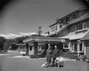 Group outside the Odlin Homestead, 99 Ludlam Crescent, Lower Hutt