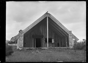 Maori meeting house at Parawai, Thames, in 1917