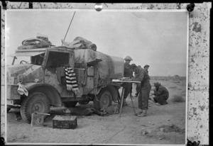 New Zealand artillery signallers in Egypt during the Libyan advance, World War 2