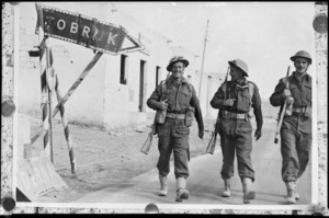 New Zealand soldiers on the Derna Road, Tobruk, during the advance into Libya during World War 2