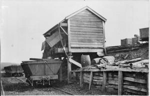 Tipping coal into hopper wagons at Waro.