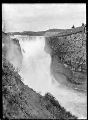 View of the Arapuni spillway falls, 1929.