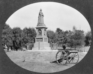 The monument to Queen Victoria, and a gun used in the South African War, Christchurch