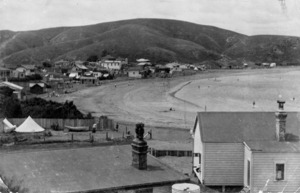 Plimmerton Beach and houses