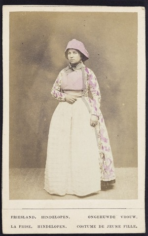 Photographer unknown :Portrait of an unidentified woman in dutch costume