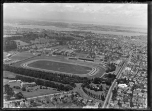 Alexandra Park trotting and show grounds with Manukau Road in foreground, with Greenlane Hospital and One Tree Hill beyond, Epsom, Auckland City